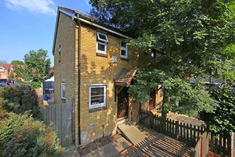 2 Bedrooms Terraced House for sale in Chetwood Walk, London E6