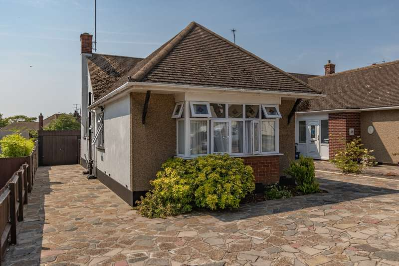 2 Bedrooms Semi Detached Bungalow for sale in Poynings Avenue, Southend-on-Sea, SS2