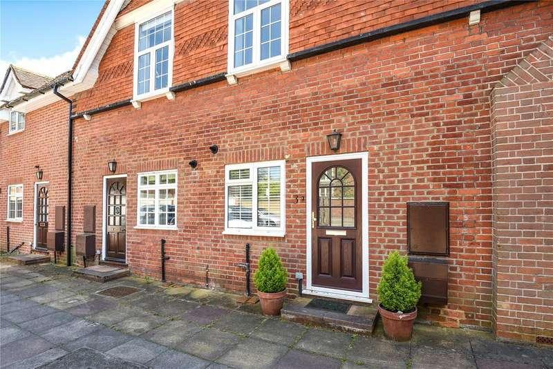 2 Bedrooms Terraced House for sale in Edinburgh Gardens, Windsor, Berkshire, SL4