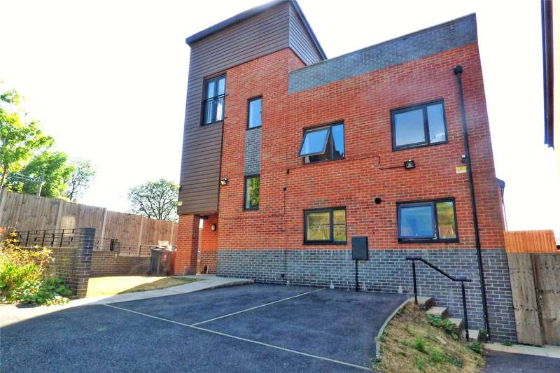 5 Bedrooms Detached House for sale in Longford Close, Chadderton, Oldham, Greater Manchester, OL9