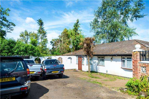 3 Bedrooms Bungalow for sale in Elmwood Crescent, LONDON, NW9 0NL
