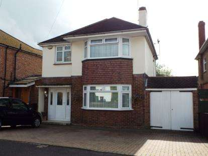 3 Bedrooms Detached House for sale in Sundown Avenue, Dunstable, Bedfordshire