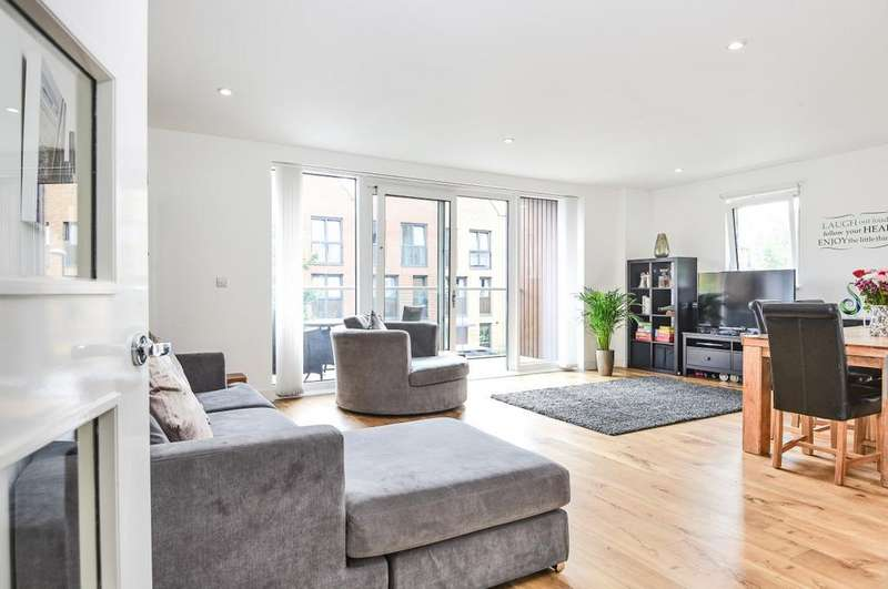 3 Bedrooms Apartment Flat for sale in Dowding Drive London SE9