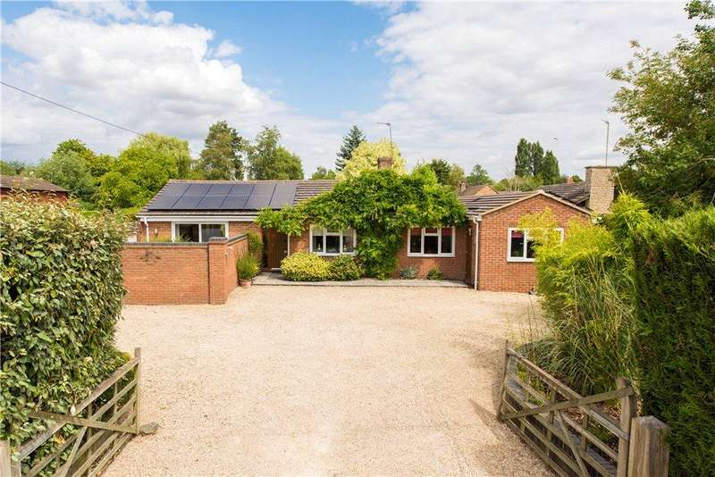 4 Bedrooms Detached Bungalow for sale in Manor Road, Towersey, Thame, Oxfordshire