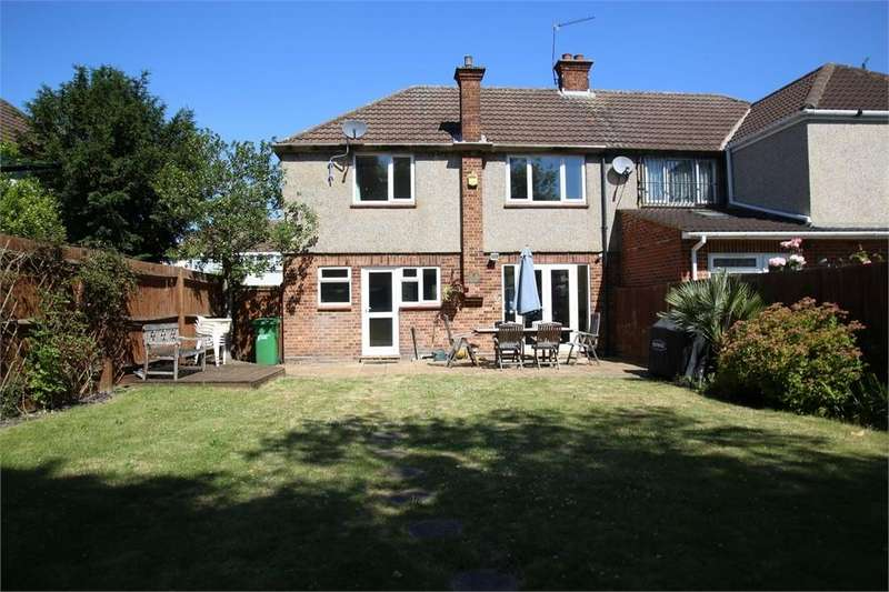 3 Bedrooms Semi Detached House for sale in Raymond Road, Langley, Berkshire