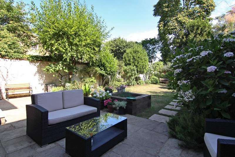 3 Bedrooms Detached House for sale in Quill Lane, Putney, SW15