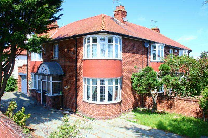 3 Bedrooms Semi Detached House for sale in Elm Grove, Rhyl