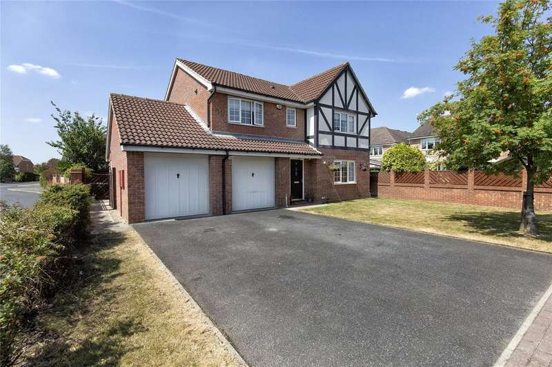 4 Bedrooms Detached House for sale in Carr Beck Drive, Whitwood, Castleford, WF10