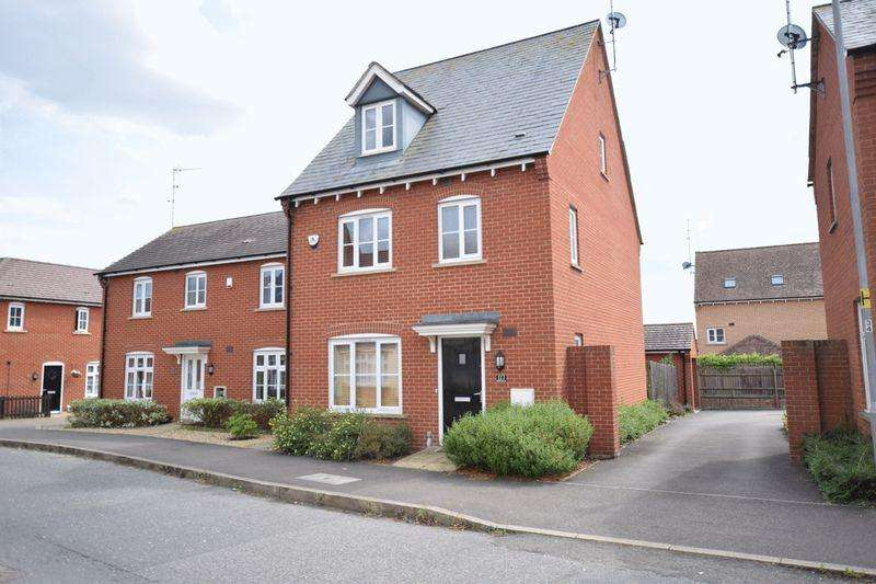 4 Bedrooms Detached House for sale in Prince Rupert Drive, Aylesbury