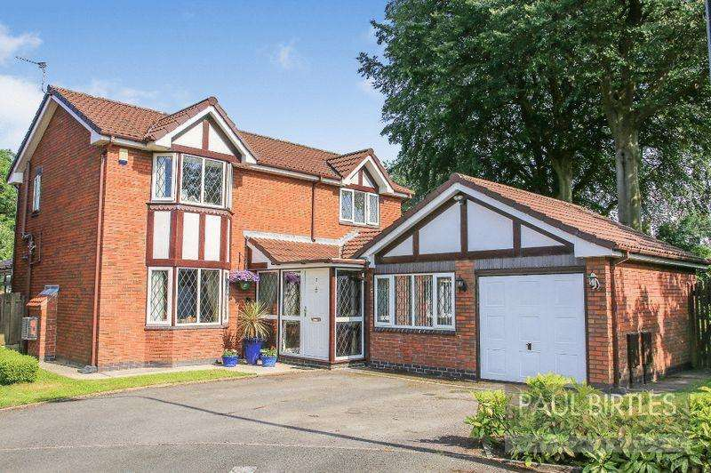 4 Bedrooms Detached House for sale in Estonfield Drive, Urmston, Manchester
