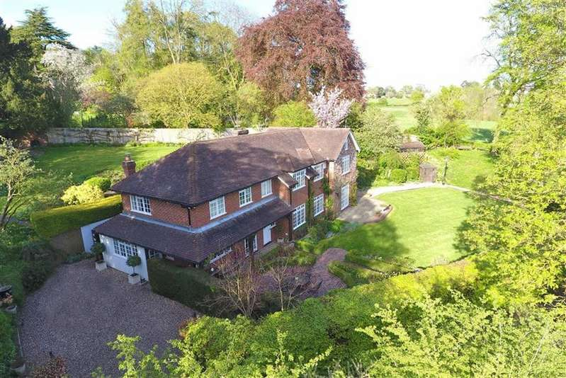 5 Bedrooms Detached House for sale in Dysons Wood, Tokers Green, Reading