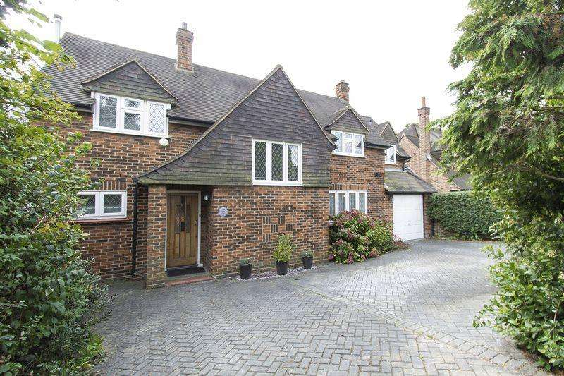 4 Bedrooms Detached House for sale in Chigwell Rise, Chigwell, IG7
