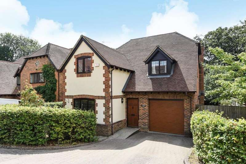 5 Bedrooms Detached House for sale in St. Johns Close, Mortimer Common, RG7