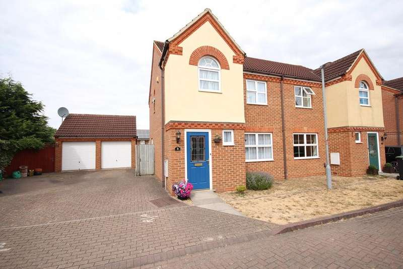 3 Bedrooms Semi Detached House for sale in Mallard Close, Shefford, SG17