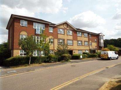 2 Bedrooms Flat for sale in Marquis Court, Earls Meade, Luton, Bedfordshire