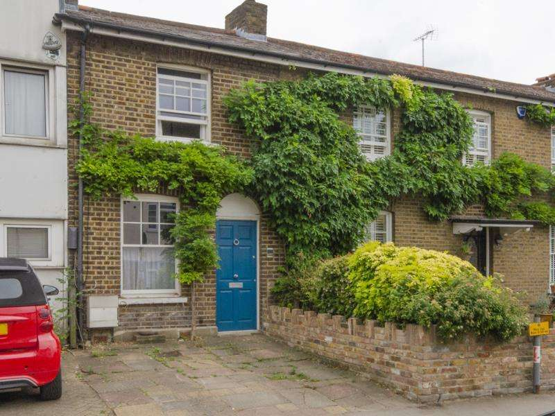 2 Bedrooms Terraced House for sale in Church Lane, N2