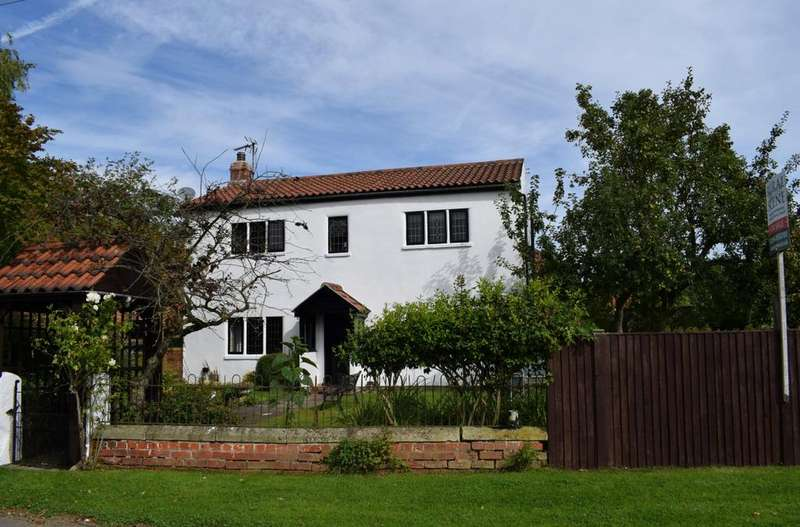 4 Bedrooms Detached House for sale in Moss YORKSHIRE