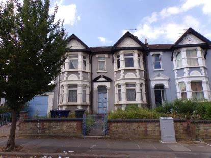 5 Bedrooms Semi Detached House for sale in Grove Road, North Finchley, ., London