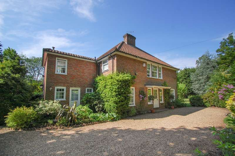 5 Bedrooms Detached House for sale in Little Waltham Collinswood Road, Farnham Common, SL2