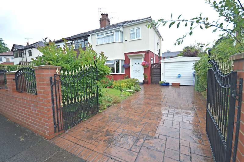 3 Bedrooms Semi Detached House for sale in Lindbury Avenue, Offerton