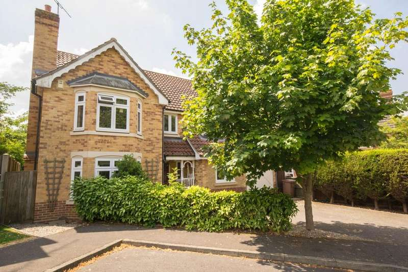 4 Bedrooms Detached House for sale in Roxwell Gardens, Hutton, CM13