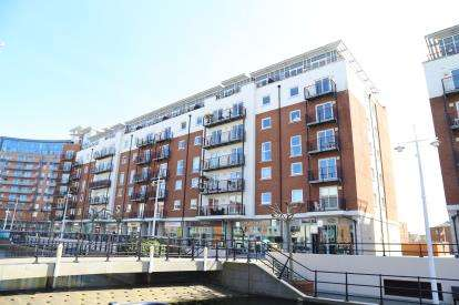 2 Bedrooms Flat for sale in The Canalside, Portsmouth, Hampshire