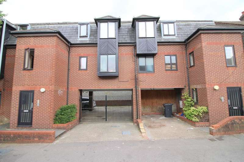 2 Bedrooms Maisonette Flat for sale in Dallow Road, Luton, Bedfordshire, LU1 1NP