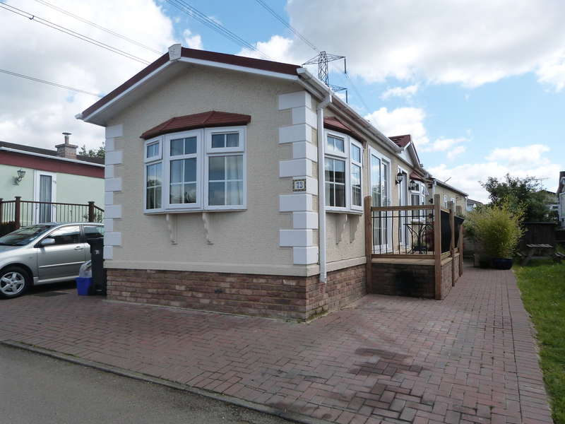 1 Bedroom Mobile Home for sale in Galley Hill, Waltham Abbey