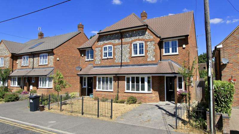 4 Bedrooms Semi Detached House for sale in HIgh Street, Prestwood, HP16