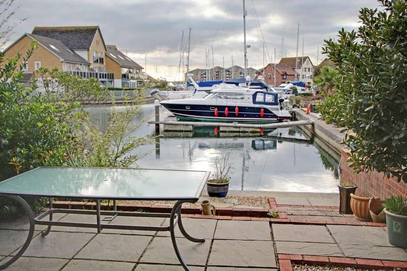 3 Bedrooms End Of Terrace House for sale in Cadgwith Place, Port Solent, Portsmouth