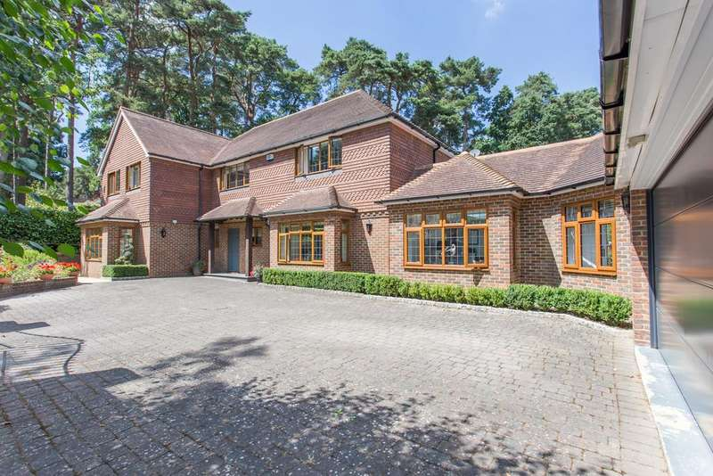 5 Bedrooms Detached House for sale in Friary Road, South Ascot, Berkshire, SL5 9HD