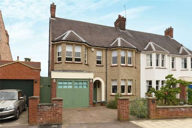 4 Bedrooms End Of Terrace House for sale in Beverley Crescent, Bedford