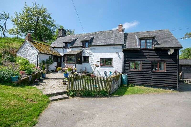 3 Bedrooms Detached House for sale in Montgomery POWYS