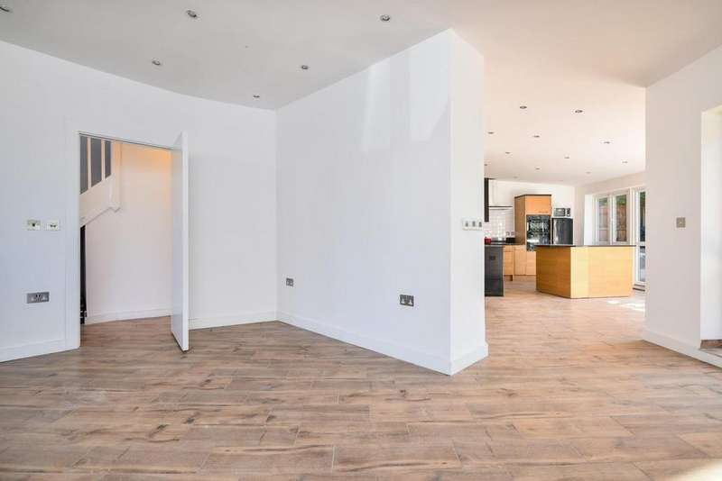 5 Bedrooms Semi Detached House for sale in Farmstead Road, Catford