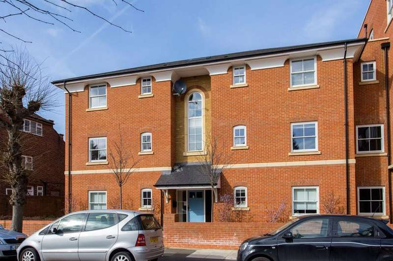 2 Bedrooms Flat for sale in Turvin Court, Highwood Avenue, North Finchley