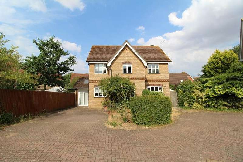 3 Bedrooms Detached House for sale in Ash Walk, South Ockendon, Essex, RM15