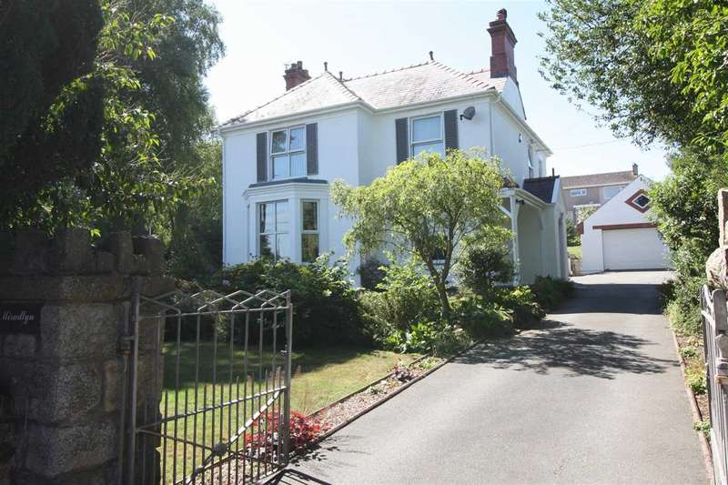 4 Bedrooms Detached House for sale in Miradlyn, Glanwhfa Road, Llangefni