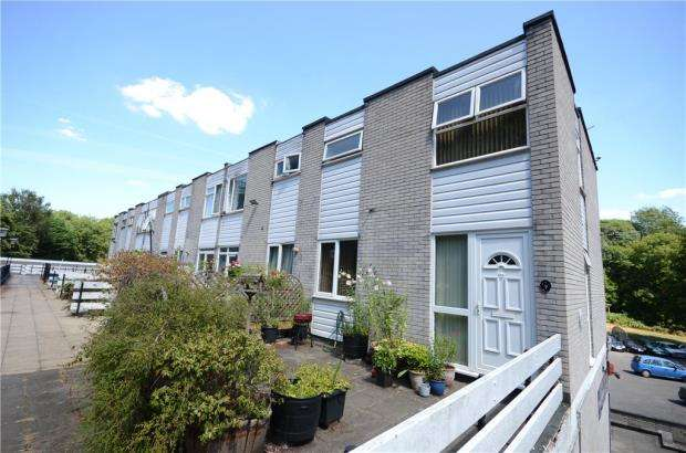 2 Bedrooms Maisonette Flat for sale in Farnham Drive, Caversham, Reading