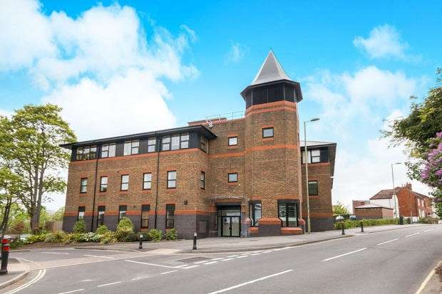 2 Bedrooms Apartment Flat for sale in Winchester Road, Basingstoke, RG21