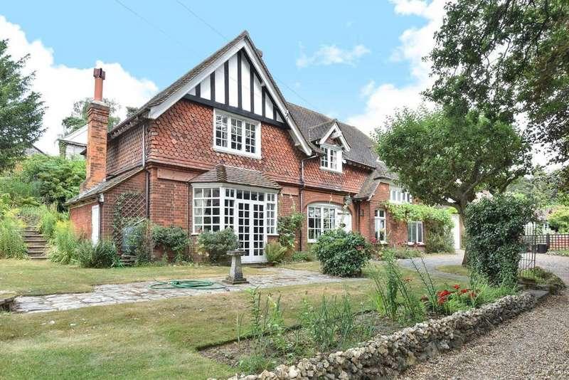 3 Bedrooms Detached House for sale in Hartfield Crescent, West Wickham