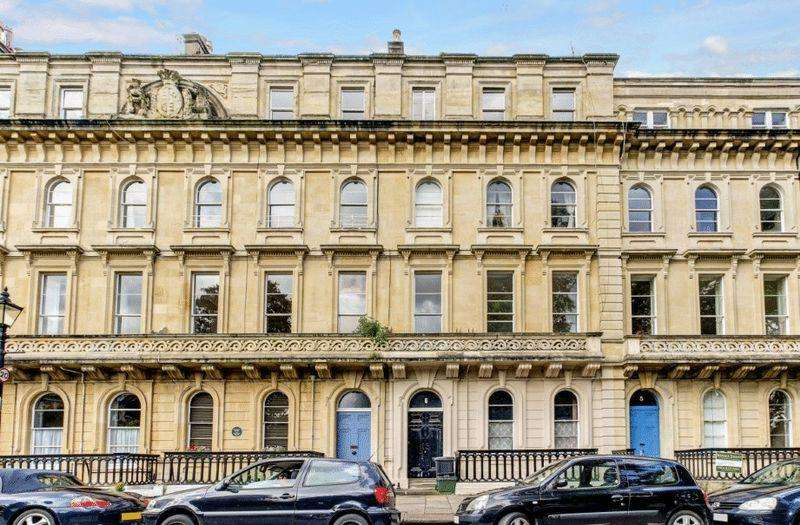 2 Bedrooms Apartment Flat for sale in Victoria Square, Clifton