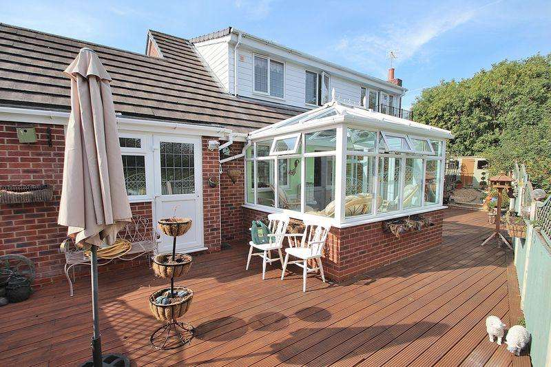 3 Bedrooms Detached Bungalow for sale in Stamford Road, Amblecote DY5 2QE
