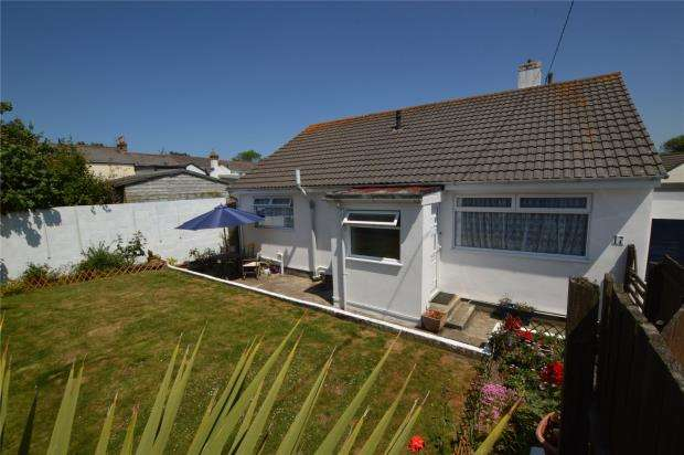 3 Bedrooms Bungalow for sale in Boskennal Drive, Hayle, Cornwall