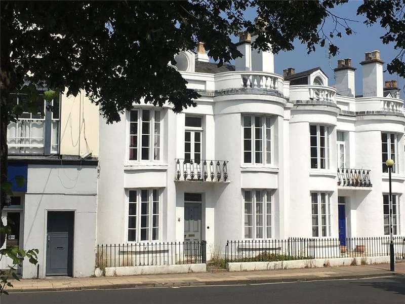 4 Bedrooms Town House for sale in Winchester, Hampshire, SO23