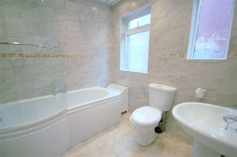 3 Bedrooms Semi Detached House for sale in Dalewood Avenue, Blackpool