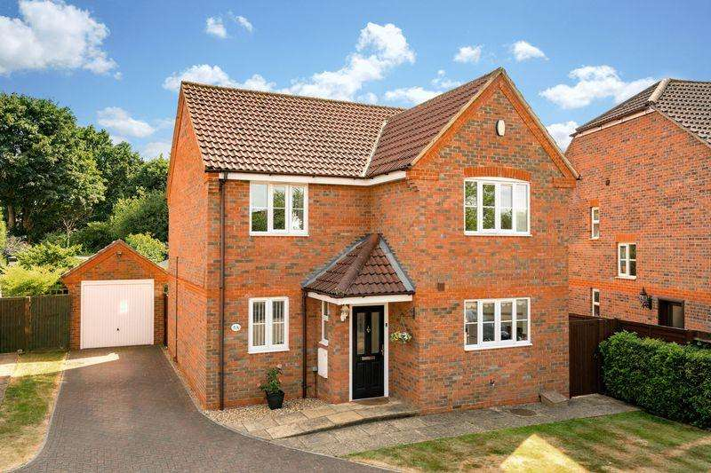 4 Bedrooms Detached House for sale in Orchard Close, Caddington.