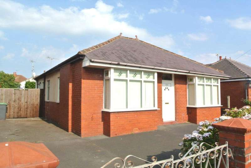 2 Bedrooms Detached Bungalow for sale in Abbey Road, Blackpool, FY4 2PZ