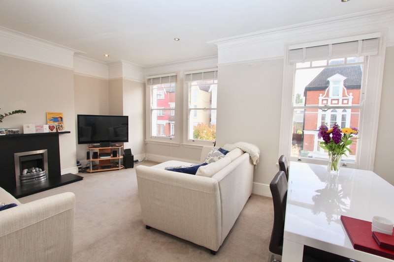 3 Bedrooms Maisonette Flat for sale in Sternhold Avenue, London, SW2