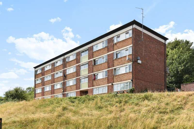 2 Bedrooms Maisonette Flat for sale in High Wycombe, Buckinghamshire, HP13
