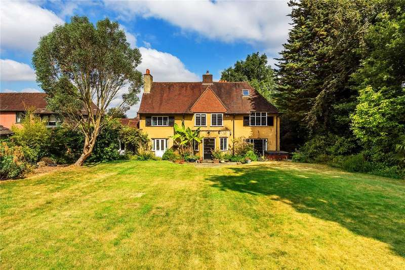 5 Bedrooms Detached House for sale in The Chase, Reigate, Surrey, RH2